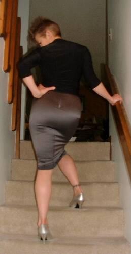 Stram nederdel på trappe